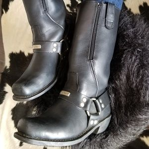 Shoes - 8.5 Black Square Round Toed Motorcycle Boot.